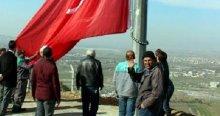 O tepeye dev Türk bayrağı dikildi
