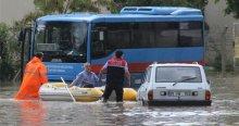 Adana'da şiddetli yağış felç etti