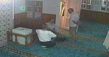 Sela okunan camiye saldırdı