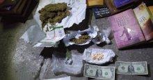 Uyuşturucu yakalanan araçta kitaplar çıktı