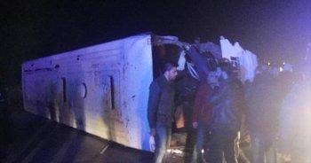 İşçi otobüsü kamyonla çarpıştı, 1 ölü, 29 yaralı