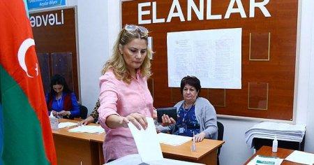 Azerbaycan'da referanduma dev katılım