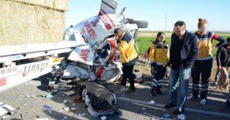 Kazaya giden ambulansa otobüs çarptı