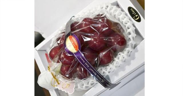 Japonya'da bir avuç üzüm 63 bin liraya satıldı