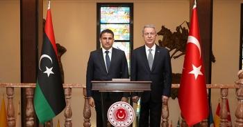 Bakan Akar, Libya Savunma Bakanı Namroush ile bir araya geldi